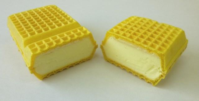 栃木県のご当地ドリンク「レモン牛乳」がアイスモナカになったよ♪ どこから食べてもほんのり甘酸っぱいんだって!