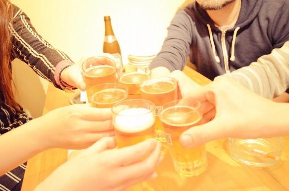 若手社会人の8割が「先輩・上司との飲み会に行きたい」と回答! もしかしたら誘われるのを待っているのかも!?