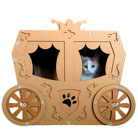 """確実に """"猫まっしぐら""""! ニャンコさんが大好きなダンボール製のファンシーな猫ハウスがあったよ〜!"""