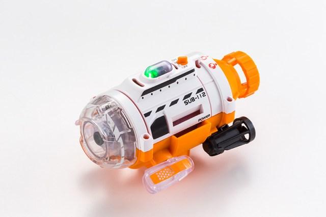 魚目線で画像や動画を水中撮影! 潜水艦型カメラ「サブマリナーカメラ」で水槽内の金魚や熱帯魚を撮っちゃおう!!