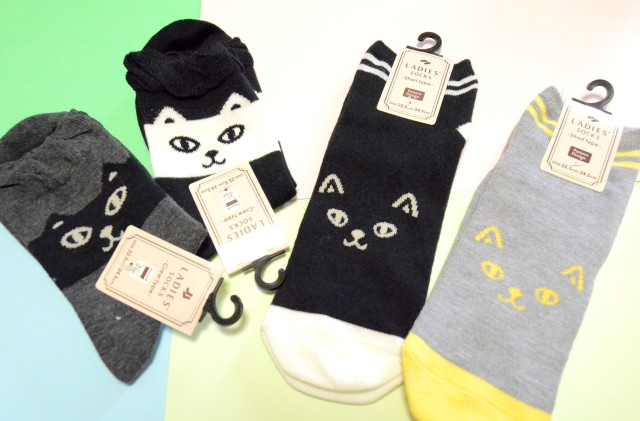 【かわいい100均】Can☆Doで売ってるツンデレな「ニャンコ靴下」が激かわです♪ 100円玉握りしめて猛ダッシュするレベル