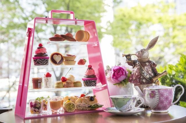 ヒルトン東京のラウンジで「アリスのお茶会デザートフェア」が開催されるよ〜っ! アリスをモチーフにした色とりどりのデザートと点心にワクワク☆
