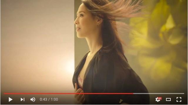 松田聖子さんが新ブランド『FLORALE by Triumph』のCMで下着姿を披露! 50代とは思えない美貌と神々しさにビックリ