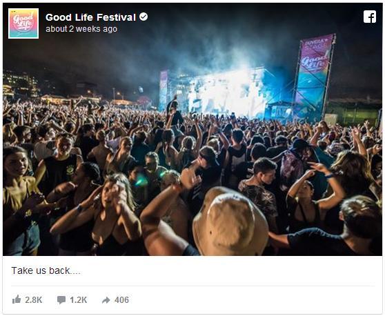 音楽フェス会場に少女の幽霊が出現!? ステージ横で群衆をじーっと眺めている白い影にご注目ください