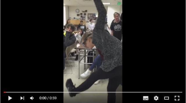 悲劇? それとも喜劇!? 「酔っ払い」体験ができるGoogleグラスを装着した生徒が先生にハイタッチしようとした次の瞬間……!!