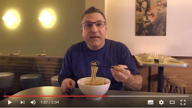 「ニューヨーカーたちよ、正しいラーメンの食べ方はこうだ!」日本からNYに戻った有名ラーメン店主が指導!!
