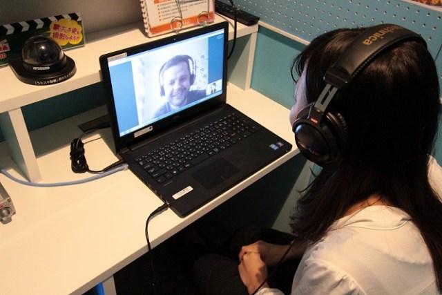 ひとりカラオケ専門店の新たな活用法!? ボイストレーニングや語学などのオンラインレッスンを受講できるサービスが誕生