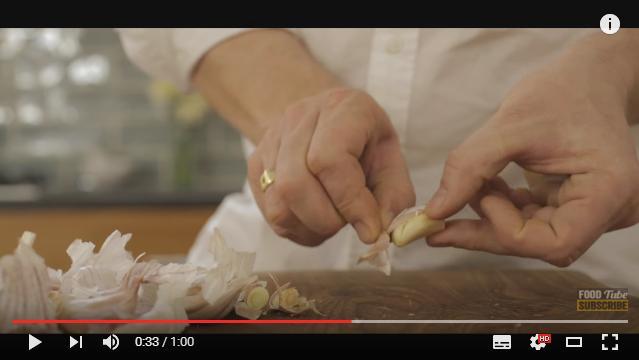【動画あり】たったの1分! 超簡単「ニンニクの皮をむく方法」2つをイケメン料理人が教えてくれるゾ