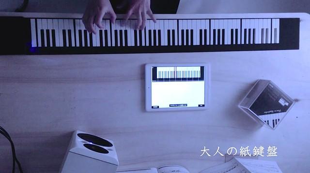 折りたたむとCDくらいの大きさに! 手軽に持ち運べるモバイルグランドピアノ「大人の紙鍵盤」が超魅力的♪