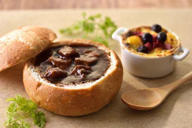 【お取り寄せグルメ】パンの器にスープを入れた「ブレッドボール&スープセット」があれば10分で食卓が華やかに!