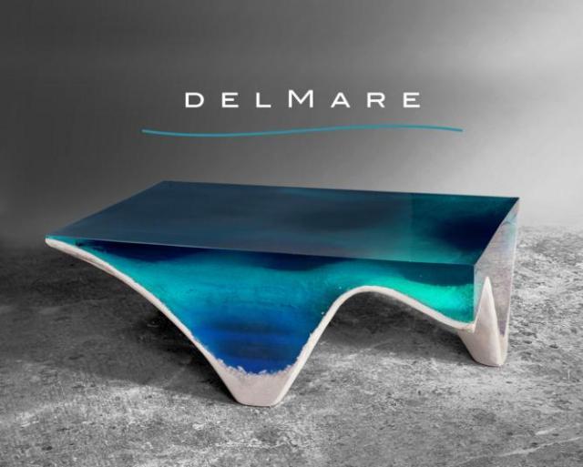 海をまるごと切り取ったようなテーブルが見惚れるほどに美しい! 海底まで再現されてる〜!!