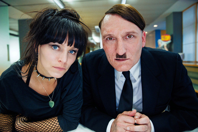 ヒトラーが現代に甦り、再び民衆を洗脳? ドイツのブラックコメディ映画『帰ってきたヒトラー』は笑い事じゃな~い!【最新シネマ批評】