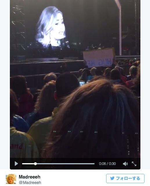 歌手アデルがライブ中に撮影しているファンを注意!「これはDVDじゃない、本物のショーなのよ」