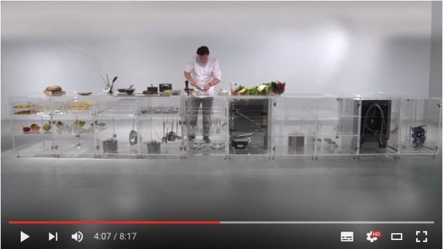 もしもキッチンを全部透明にしてみたら…? 料理との向き合い方からゴミの分別まで、さまざまなことが見えてくるアート作品