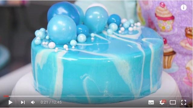 【動画あり】表面がツヤツヤつるん! 鏡のようになめらかで艶やかな「ミラーケーキ」を作ってみよう♪