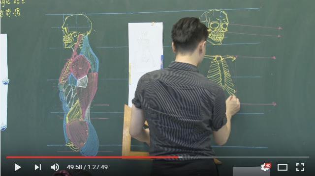 台湾のイケメン先生が描く「人体解剖図」のクオリティーがハンパないっ! カラフルなチョークを駆使して黒板にさらさらとスケッチ