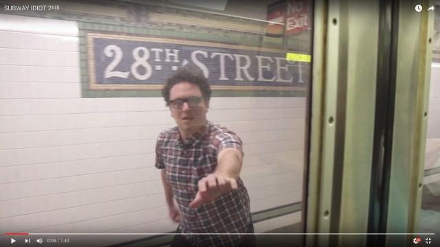 電車を何度も乗り過ごしてしまう男性のおバカな動画に超ドラマティックな展開が!!! →ネットの声「泣くつもりじゃなかったのに」