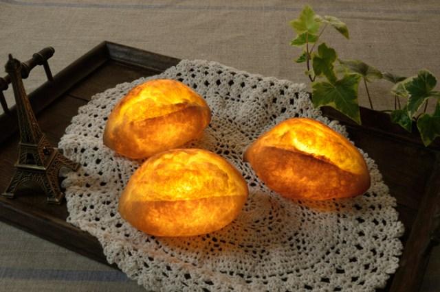 こんがりおいしい明かり!? 本物のパンで作ったインテリアライトで寝ても覚めてもパンと一緒!