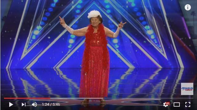 【マジで!?】90歳のおばあちゃんがどんどん脱いじゃう!「アメリカズ・ゴット・タレント」のステージでストリップを披露し話題に