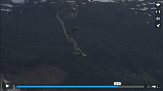 ハンググライダーが墜落してゆく様子をとらえた映像が恐ろしい! グルグルと回転し翻弄されるがまま……