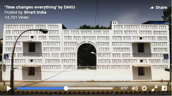 """インドのストリートに出現したのは「活字を利用した日時計」! 刻々と変化してゆく作品で """"時の流れ"""" を感じてみて"""