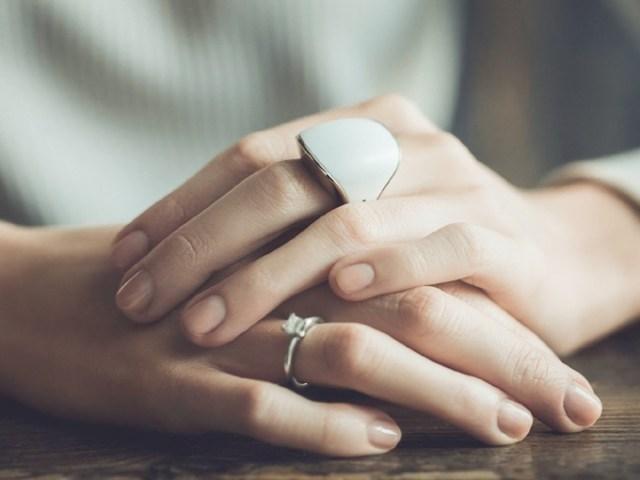 【防犯対策】非常ボタン付きの指輪「ニム」が超便利! 長押しすると助けを呼べる&自動録音機能付きと至れり尽くせりなのです