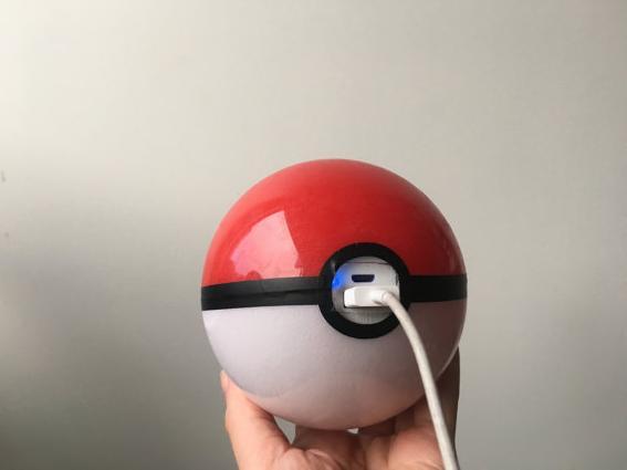 ポケモンGOユーザーはゲットしておくべき! モンスターボール型のiPhone用充電器を発見したなり