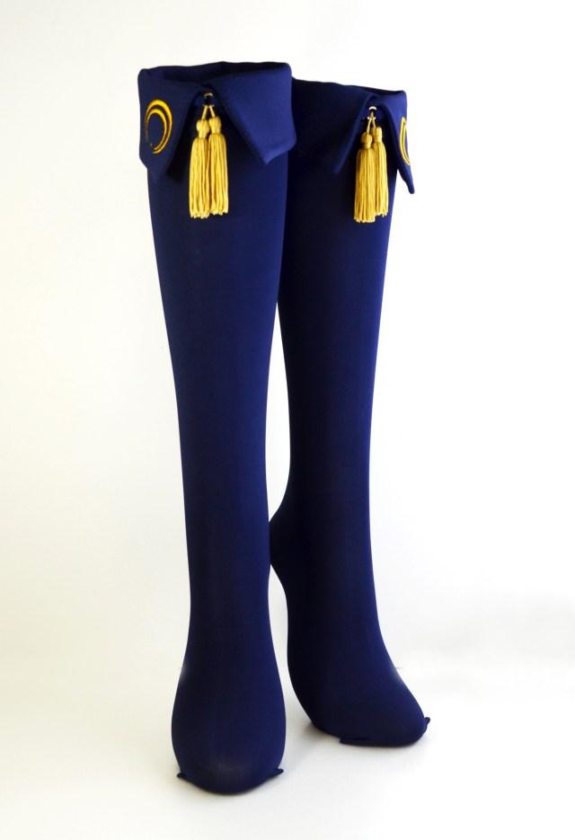 エリマキソックスが「刀剣乱舞」とコラボしてるよ / 三日月宗近や加州清光の服装をイメージした靴下なんだって!