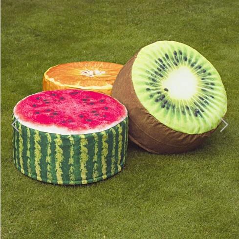 夏らしくて涼しげ! スイカ、キウイ、オレンジ…フルーツの断面がデザインされたお庭用スツール
