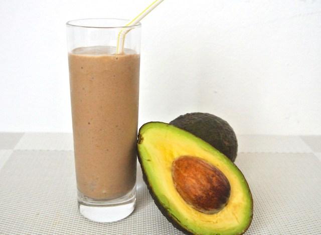 【簡単レシピ】アボカドとココアで作る濃厚美肌スムージー / チョコレートシェイクみたいだよ