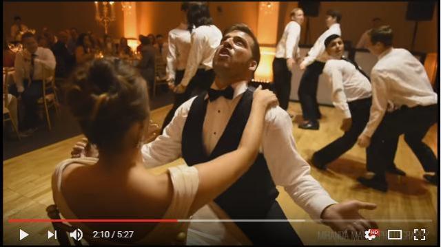 新郎と友人たちがビヨンセ顔負けの濃厚セクシーダンスを披露! ぎこちない動きで頑張る姿にほっこり&爆笑