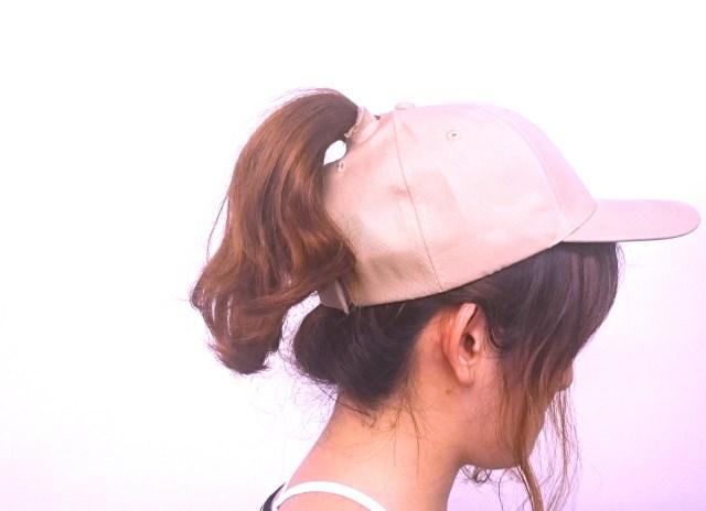 アリアナ・グランデさんの「ポニーテール愛」が止まらないっ / キャップのてっぺんに穴を開けて髪型をキープしているゾ