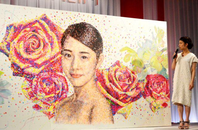 【巨大な高畑充希さん】13万枚の丸シールを使ったアートがとってもきれい! 「ASTALIFT」の新ミューズ発表会に潜入してみました♪