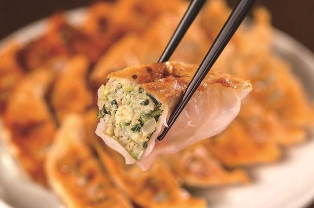 皮がほんのりピンク色でかわいい♪ 「岩下の新生姜」が宇都宮餃子になっちゃった / 香りがさわやかでサッパリ食べられるんだって