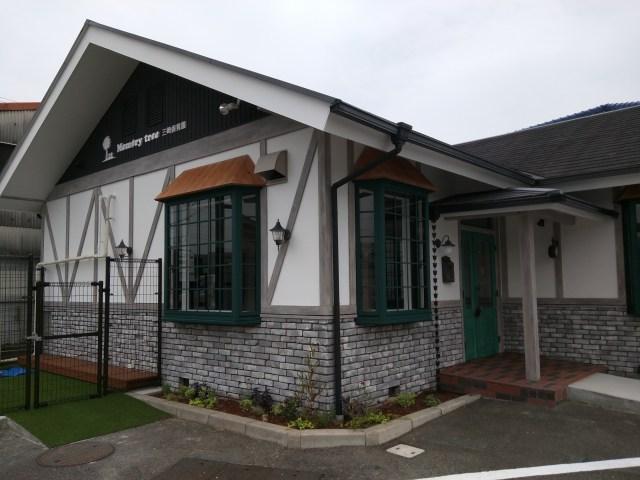愛知県にある超人気保育園がスゴい!! カフェのような外観、アロマ香る園内に、いろんな習い事もあるんだって