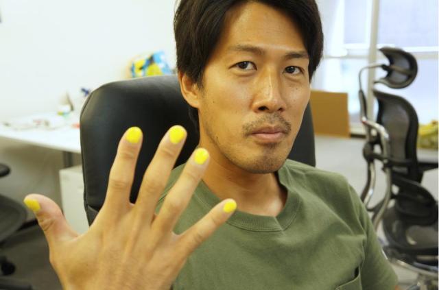 海外で流行中のメンズネイル「メイルポリッシュ」は日本でも流行るのか!? 男性スタッフに体験してもらい感想を聞いてみた