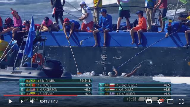 【リオオリンピック】給水シーンが海釣りみたいだとオープンウォータースイミングが話題です 「人気の釣りスポットにしか見えない」という声も