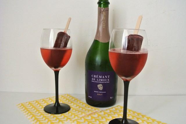 【超簡単レシピ】材料2つだけ! アメリカで人気のフォトジェニックなスパークリングワイン・カクテルを作ってみよう