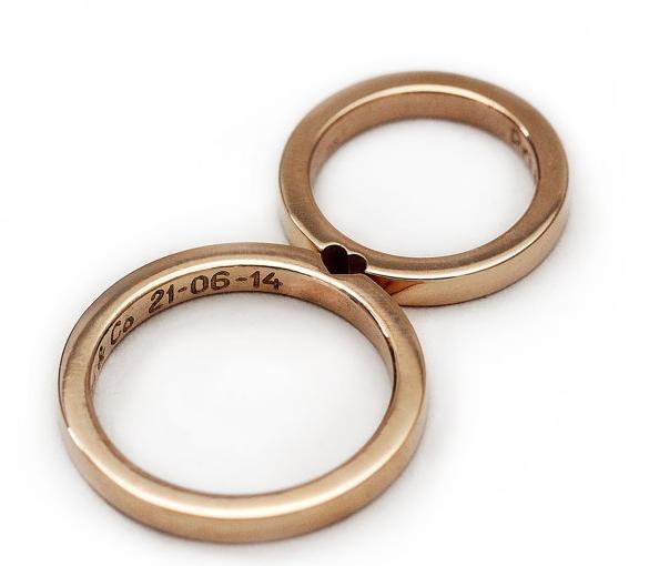 これがホントの「2人で1つ」♡ ある部分を合わせるとハート型が完成するペアリングが可愛くってロマンチックです