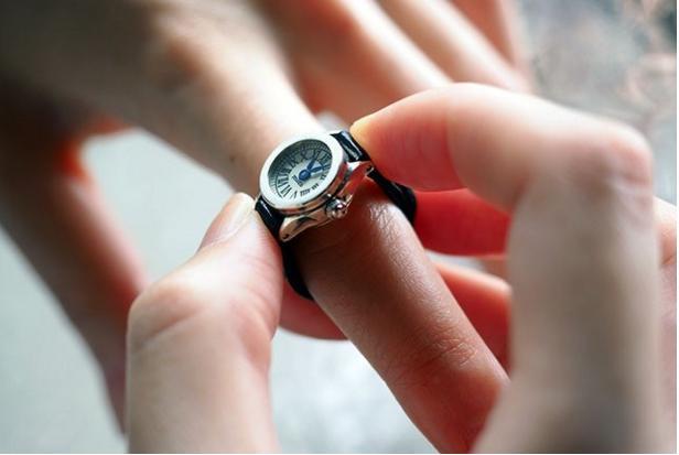 指輪+時計=指時計! 指に装着する新感覚アクセサリー「moco」が素敵だよ♪