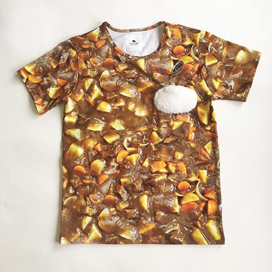 「リアルすぎるカレーTシャツ」「お弁当のバラン柄の帽子」「ぼんやり光るうどんネックレス」 奇妙だけどじわじわ欲しくなる商品ばかり販売しているお店ですっ