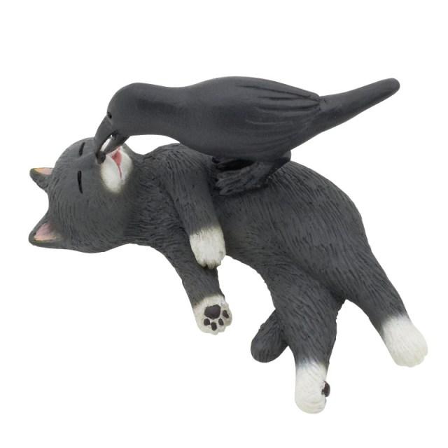猫とカラスの謎すぎるコンビ! カプセルトイ「なかよし動物シリーズ」第一弾がジワジワ来まくり【9/6はカラスの日】