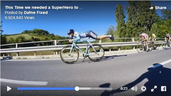 自転車ロードレース会場にスーパーマンが舞い降りた!? ありえない体勢で選手たちをゴボウ抜きするレーサーが話題に