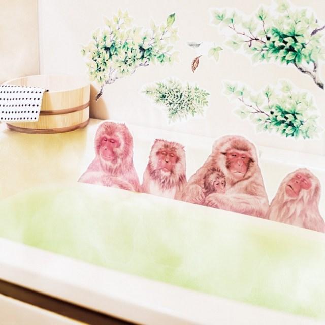 貼るだけでおサルさんと温泉に浸かってる気分を味わえちゃうシール / 本当の露店風呂みたいデス
