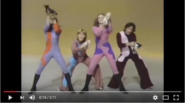 【ツッコミが止まらない】1度見たらクセになる!? 70年代に活躍したダンスグループのパフォーマンスがカオスすぎる