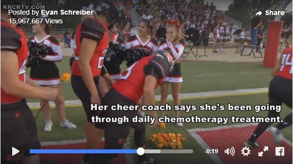 アメフト選手がチアリーダーの少女へオレンジ色のバラを捧げるサプライズ! 白血病と闘う少女への「一緒に闘っている」メッセージです