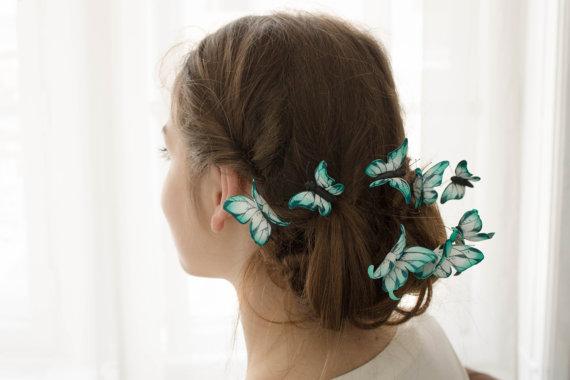 ハロウィンやウェディングにおすすめ♪ 蝶の群れが舞い降りるヘアアクセがめちゃキュート!
