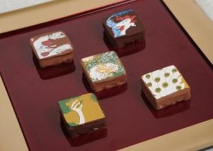 伊藤若冲の名画がチョコレートになっちゃった!? 「クリームチーズ×小豆」など斬新なフレーバーで若冲の世界観を表現してるんだって