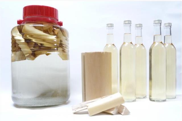 木のリキュールですと!? 京都の伝統材「北山丸太」を原料にしたお酒を日本の酒造メーカーが生産