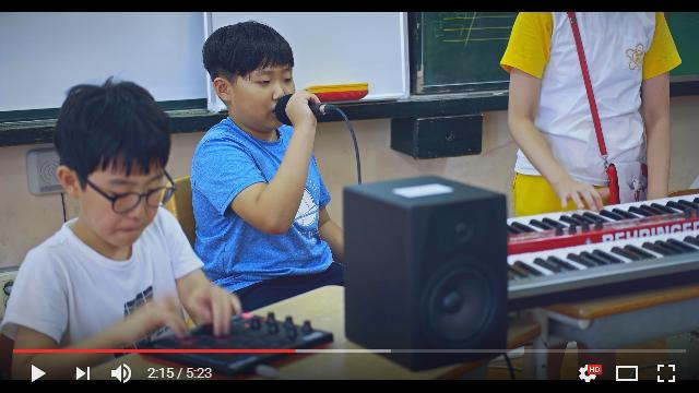 韓国の小学生がダフト・パンク『Something About Us』をカバー演奏! 曲のチョイス&演奏形態に未来を感じます